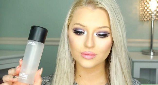 Titel afbeelding Apply Makeup Like Barbie Step 18