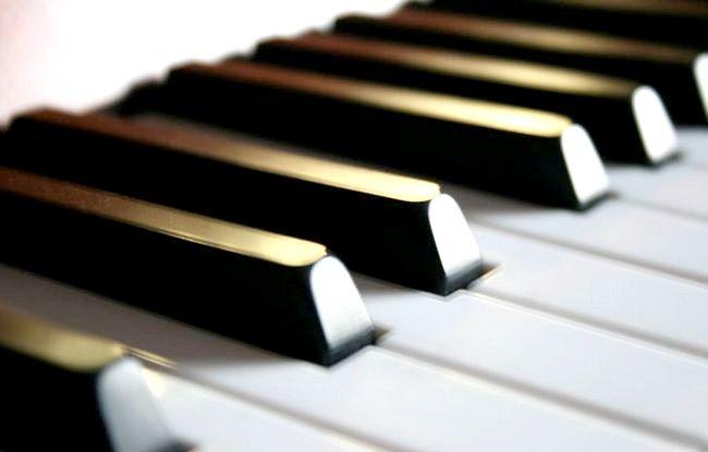 Hoe te leren om piano te spelen in een paar minuten