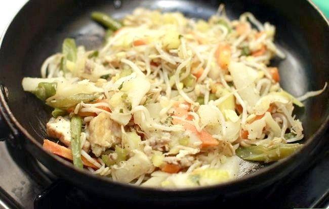 Titel afbeelding Make Crispy Vegetable Spring Rolls Step 1