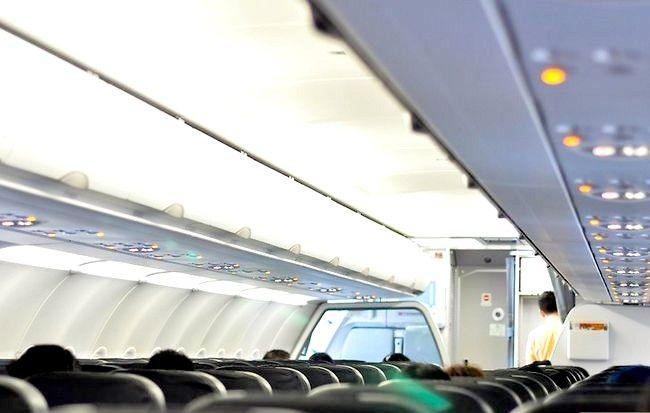 Hoe een goede stoel te krijgen in een vliegtuig