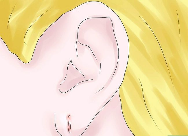 Titel afbeelding Care for Newly Pierced Ears Step 14