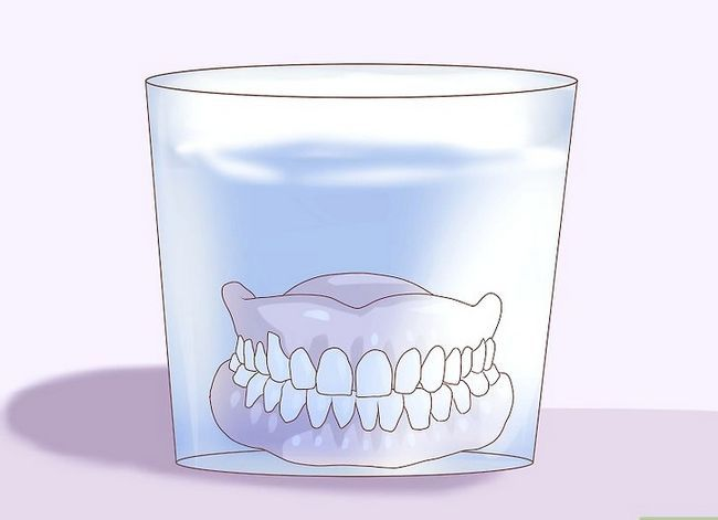 Titel afbeelding Care for Your Dentures Step 16