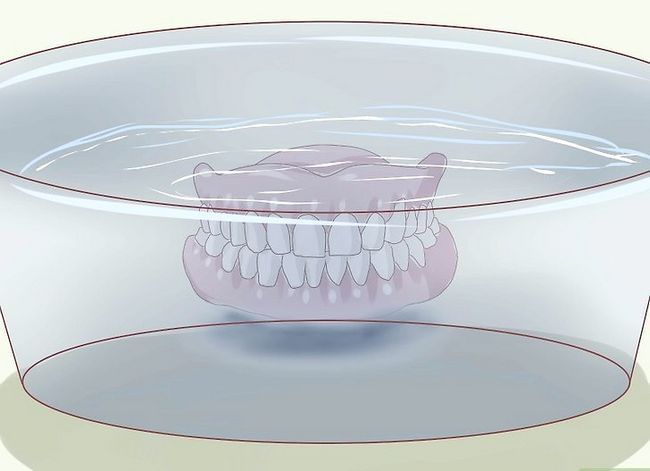 Titel afbeelding Care for Your Dentures Step 2