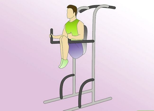 Titel afbeelding Work Abdominals With the Captain`s Chair Step 4