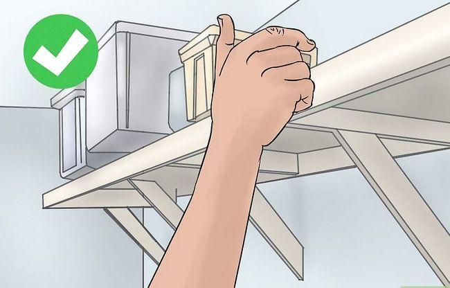 Titel afbeelding Hide Things in Your Room Step 3