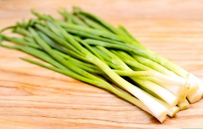 Titel afbeelding Tell the Difference Between lente-uitjes, sjalotten en groene uien Stap 1
