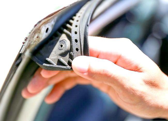 Hoe te voorkomen dat autodeuren vastlopen door te bevriezen