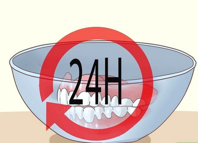 Titel afbeelding Prevent Stains on Dentures Step 21