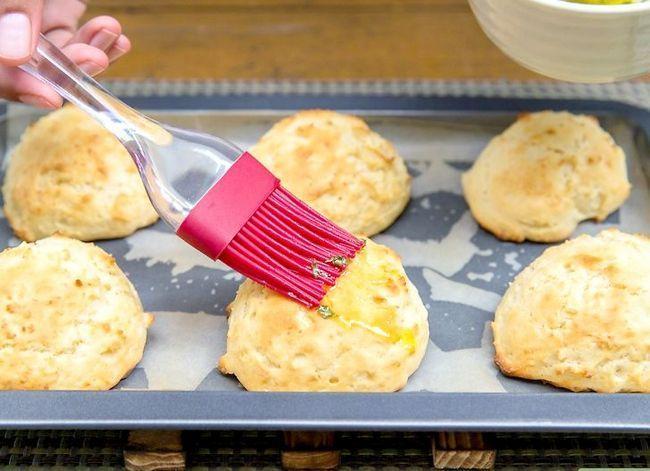 Titel afbeelding Make Red Lobster`s® Cheddar Biscuits Step 7