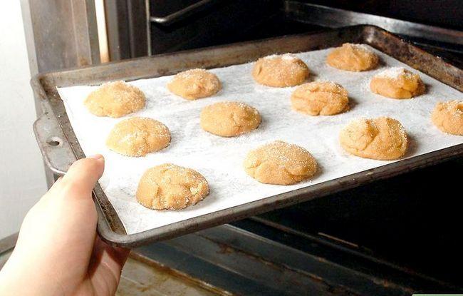 Titel afbeelding Make Peanut Blossom Cookies Step 17