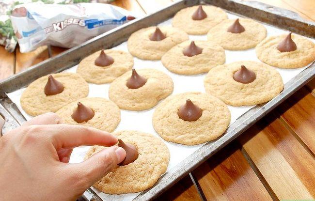 Titel afbeelding Make Peanut Blossom Cookies Step 19