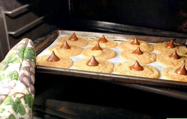 Titel afbeelding Make Peanut Blossom Cookies Step 20