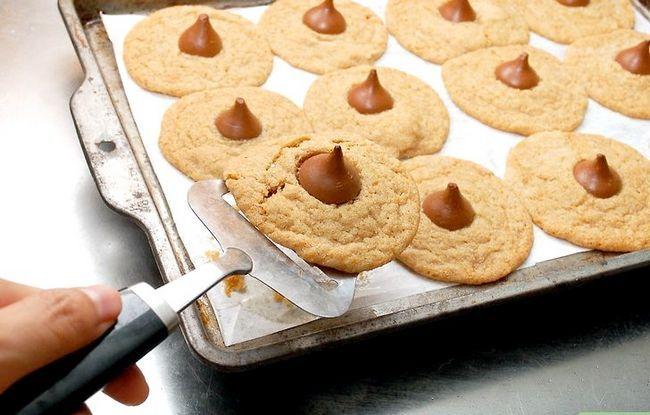 Titel afbeelding Make Peanut Blossom Cookies Step 22