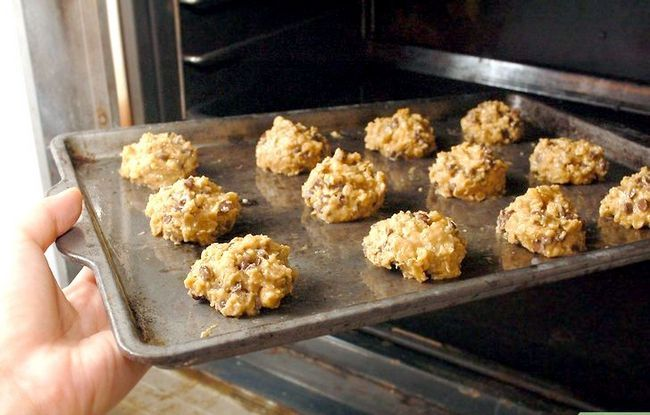 Titel afbeelding Make Chewy Chocolate Chip Oatmeal Cookies Stap 10