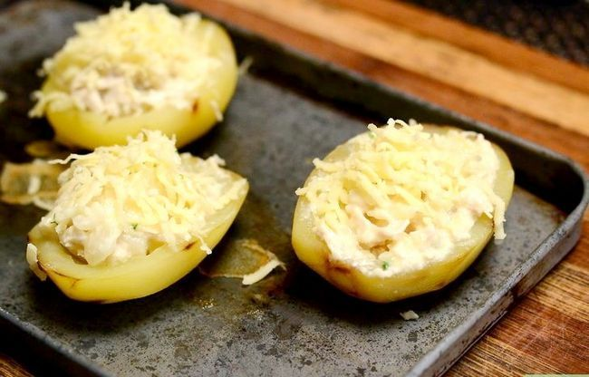 Titel afbeelding Make Chicken and Cheddar Stuffed Potatoes Step 6