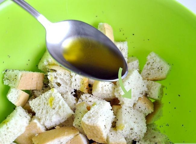 Titel afbeelding Make Salad Croutons Step 5