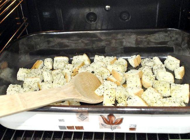 Titel afbeelding Make Salad Croutons Step 7