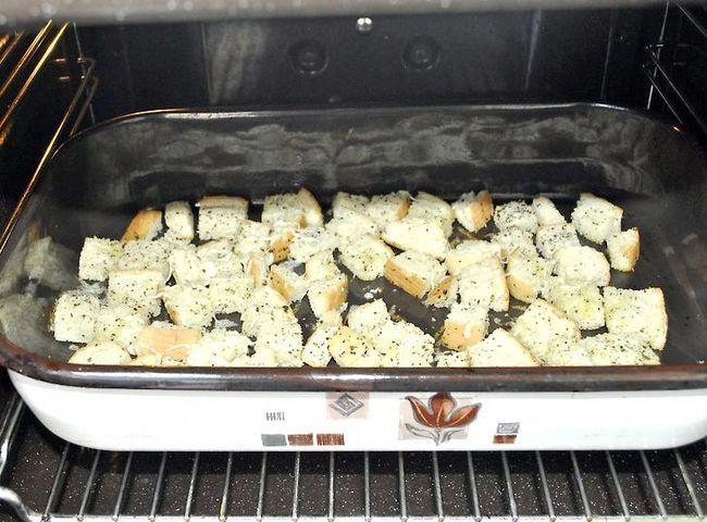 Titel afbeelding Make Salad Croutons Step 8