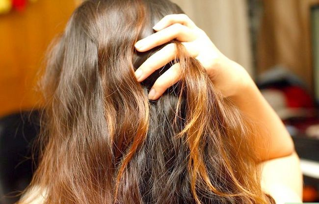 Titel afbeelding Get Scene Hair When You Have Thin Hair Step 11