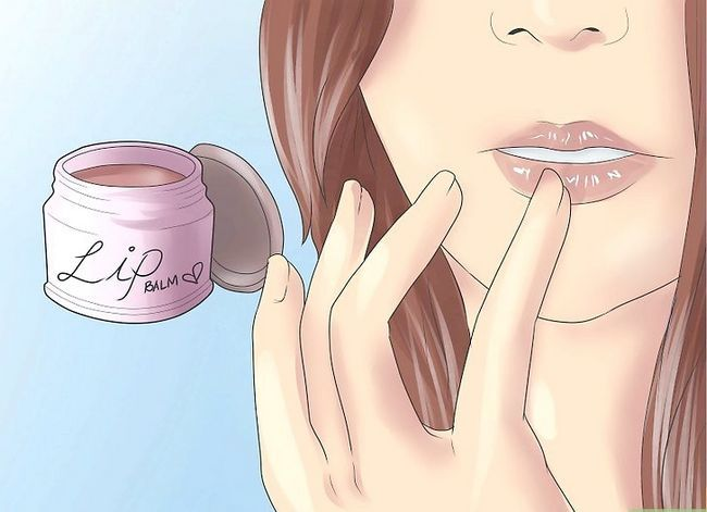 Titel afbeelding Make Your Lips Look Great (for Girls) Stap 4