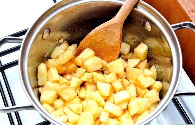 Titel afbeelding Make Apple Cider and Cheddar Tartlets Step 2