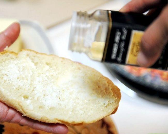 Titel afbeelding Make Garlic Toast Step 3
