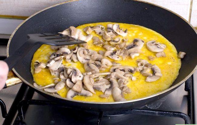 Titel afbeelding Make a Mushroom Omelet Stap 12