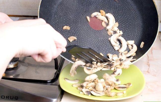 Titel afbeelding Make a Mushroom Omelet Stap 5