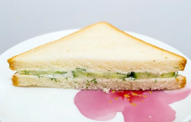 Titel afbeelding Make a Cucumber Cream Cheese Sandwich Final