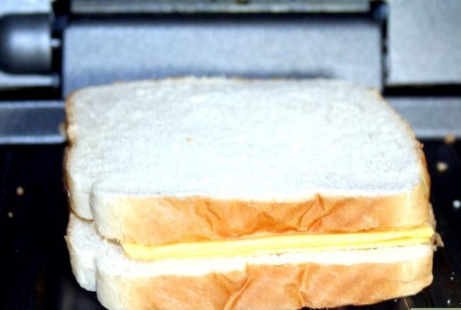 Titel afbeelding Make a grilled cheese sandwich in a George foreman grill Stap 2