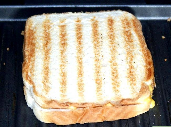 Titel afbeelding Make a grilled cheese sandwich in a George foreman grill Stap 3