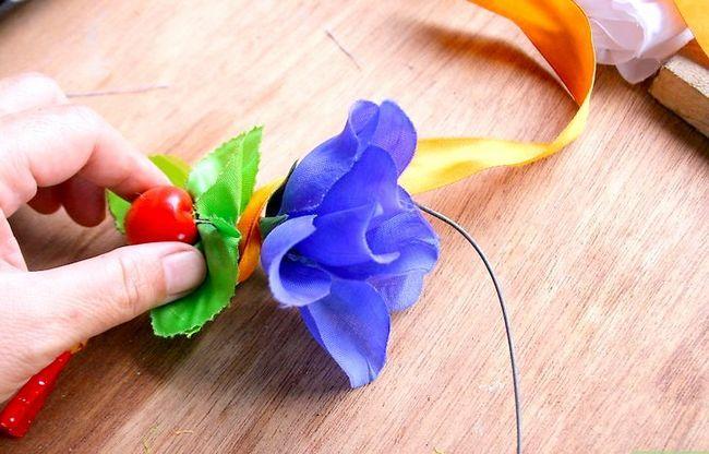 Titel afbeelding Make a Floral Headdress Step 6