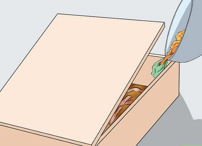 Titel afbeelding Make a Worm Bed Step 21