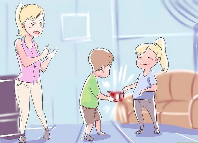 Titel afbeelding Get Your Toddler to Play with Other Children Stap 3