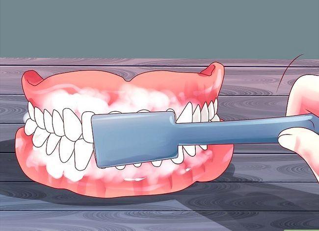 Titel afbeelding Keep False Teeth White Step 1