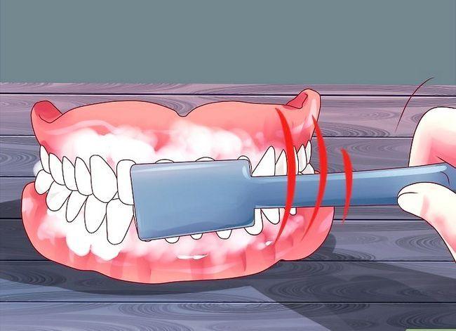 Titel afbeelding Keep False Teeth White Step 5