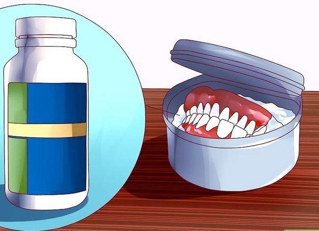 Titel afbeelding Keep False Teeth White Step 7