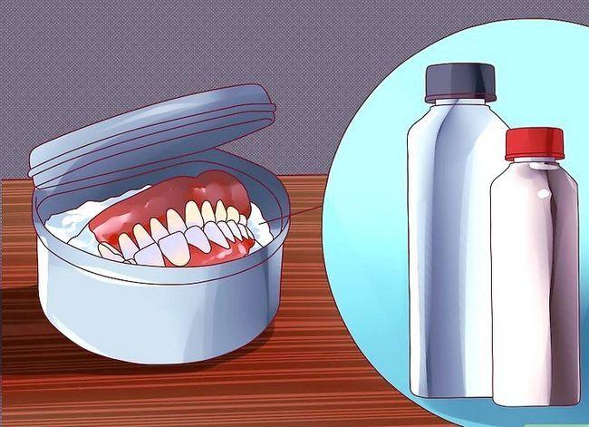 Titel afbeelding Keep False Teeth White Step 8