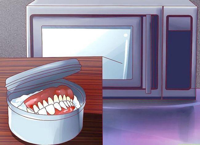Titel afbeelding Keep False Teeth White Step 10
