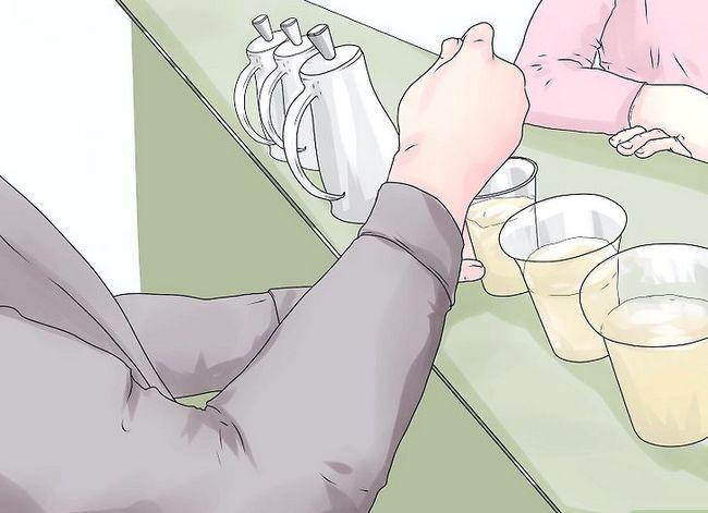 Titel afbeelding Make More Tips as Bartender Step 4