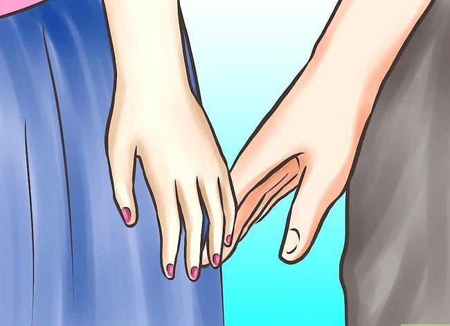 Titel afbeelding Ask Your Girlfriend to Hold Hands Stap 3