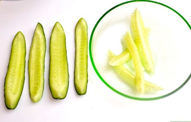 Titel afbeelding Peel and Seed a Cucumber Step 11