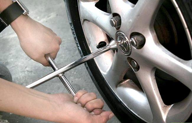Titel afbeelding Paint Brake Calipers Step 1Bullet1