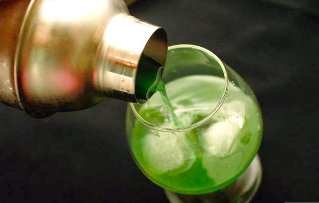 Titel afbeelding Make an Electric Lemonade Cocktail Step 5