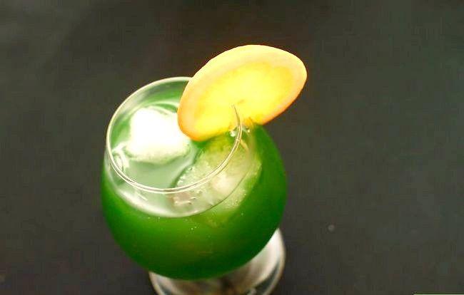 Titel afbeelding Make an Electric Lemonade Cocktail Step 7