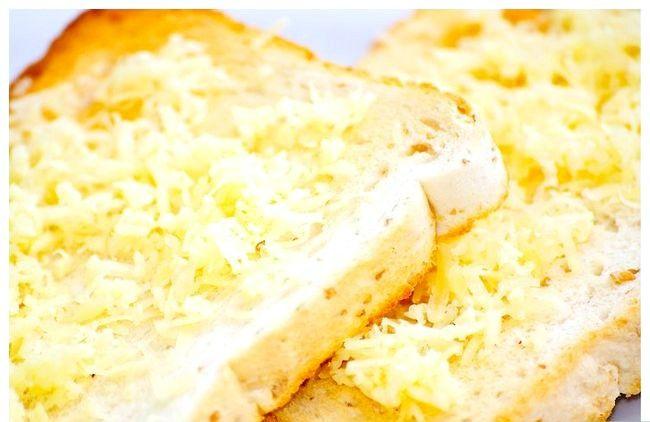 Titel afbeelding Make Cheese Toast met een broodrooster en een magnetron Stap 3