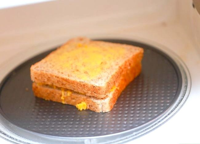 Titel afbeelding Make a Grilled Cheese Sandwich met een magnetron Stap 17