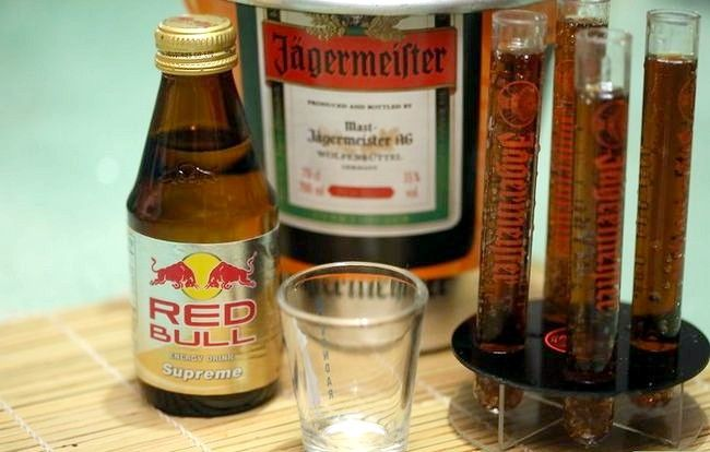 Titel afbeelding Make a Jager Bomb Step 1
