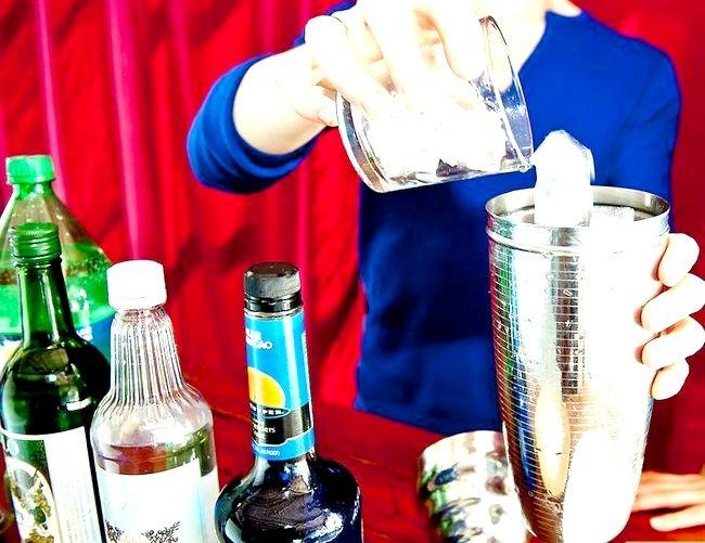 Titel afbeelding Make a Blue Mermaid Martini Step 4