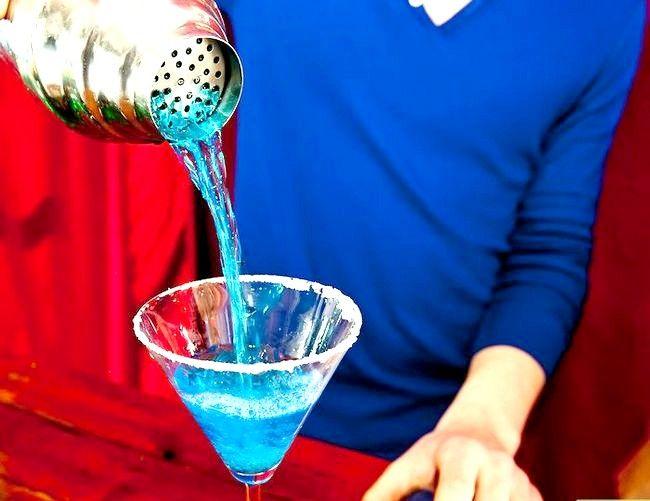 Titel afbeelding Make a Blue Mermaid Martini Step 7
